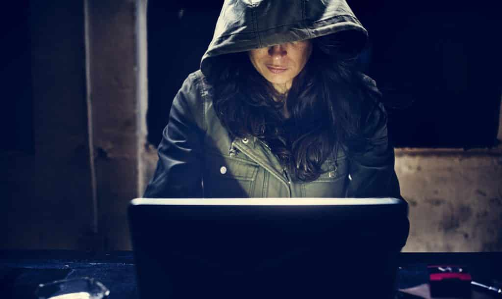 21-Years Old Girl Hacked The Email Account of Selena Gomez